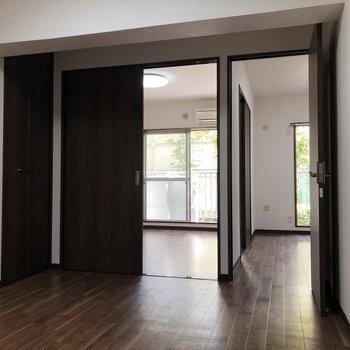 【DK】洋室に行く扉が2つ。