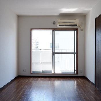【洋室①】日当たりいいお部屋です!