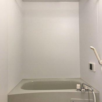 バスルームで洗濯物が干せます。