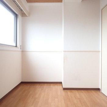 下階部洋室です
