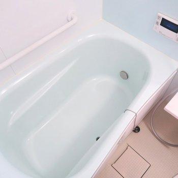 お風呂は淡い水色