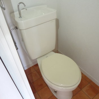 バス・トイレは別です。タイルもかわいいなあ※写真は別室の間取りが違う部分がございます