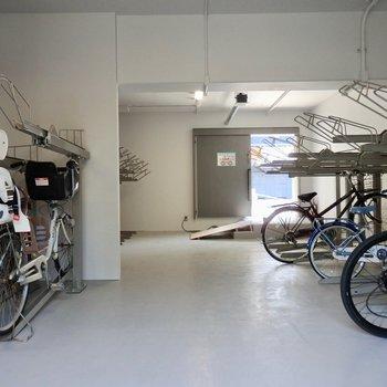 自転車置き場もちゃんとありましたよ!※2階反転間取り別部屋のものです。