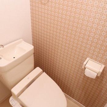 トイレのアクセントクロスかわいい。