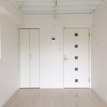 ヨーロッパ風の家具が似合いそう。※写真は4階の同間取り別部屋の通電・清掃前のものです