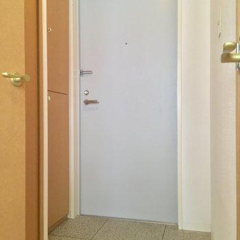 そしてコチラが玄関ホール。右手には先程のサニタリーが