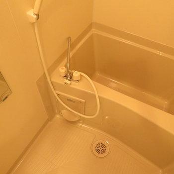 お風呂は普通ですが※写真は同間取り別部屋のものです。