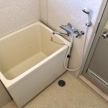 ん〜浴槽狭いっ!洗い場は広いんですけどね。