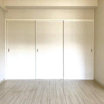 洋室は2つ。間仕切りに引き戸があるけど…