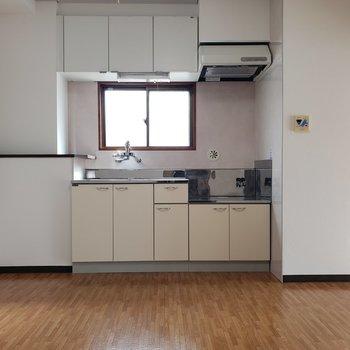 【DK】キッチンにも小窓が!