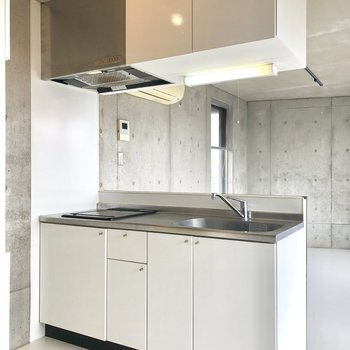 【LDK】キッチンの作業スペースも充分◎※写真は前回募集時、クリーニング前のものです。