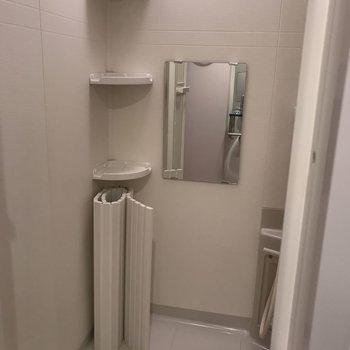 棚はありがたいです! ※写真は2階の同じ間取りの部屋となります。