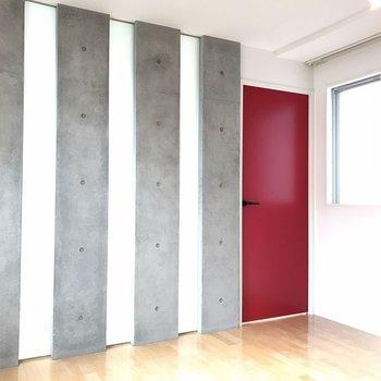 【ダイニング】部屋に入ってからの第4の扉! ※写真は2階の同じ間取りの部屋となります。