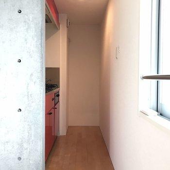 キッチンひっそり。 ※写真は2階の同じ間取りの部屋となります。