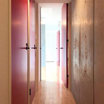 さっそくお部屋へ。※写真は2階の同じ間取りの部屋となります。