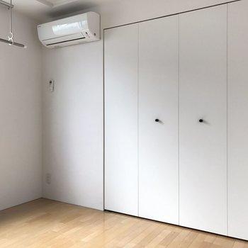 【4.5帖洋室】意外と白い落ち着く部屋。 ※写真は2階の同じ間取りの部屋となります。