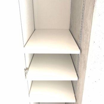 第3の扉の近くにこんな収納が! ※写真は2階の同じ間取りの部屋となります。