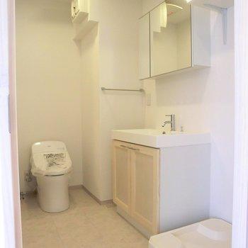 脱衣所広い!!!家具の統一感が良いですね。※写真は4階の同間取り別部屋のものです。