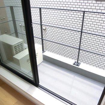 実際のバルコニーはこちら。※写真は4階の同間取り別部屋のものです。