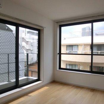 大きな窓が嬉しい♪眺望も参考にしてください♪※写真は4階の同間取り別部屋のものです。