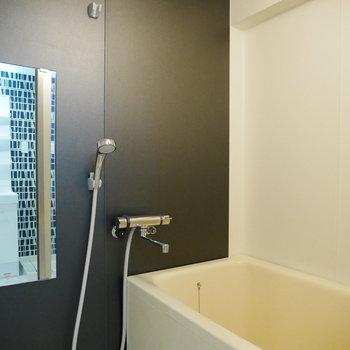 浴室はマットなブラック