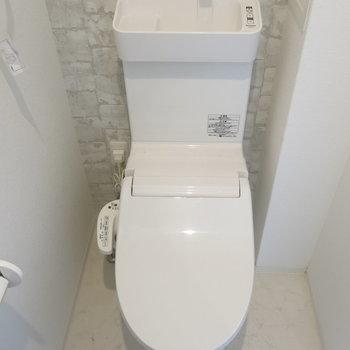 トイレにはウォシュレット付き!(※写真はクリーニング前のもの)