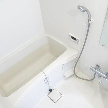 浴室はシンプルに!(※写真はクリーニング前のもの)