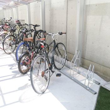 自転車は奥のスペースへ〜〜〜!