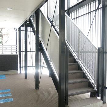 お部屋までは階段で向かいましょ!