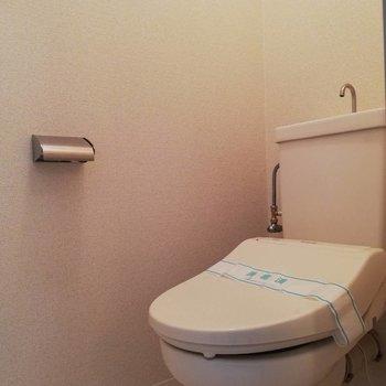 トイレもシンプルに※写真は2階の同間取り別部屋のものです