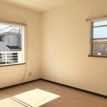 嬉しい二面採光〜◎※写真は1階の同間取り別部屋のものです