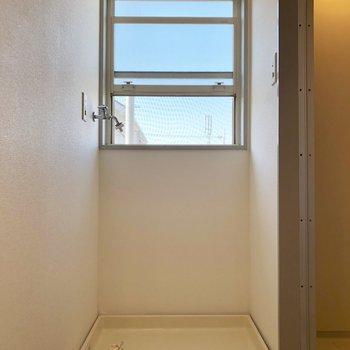 小窓が付いているのが嬉しいです◎※写真は1階の同間取り別部屋のものです