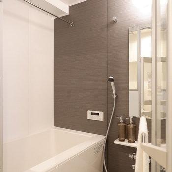 浴室乾燥機と追い焚き付き!※写真は7階の反転間取り別部屋のものです