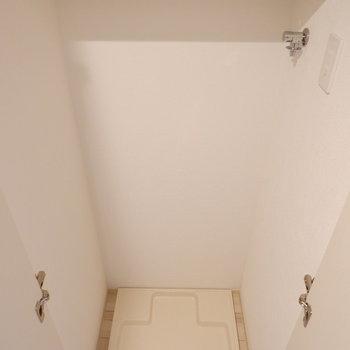 洗濯機置場は扉で隠せます。※写真は7階の同間取り別部屋のものです。