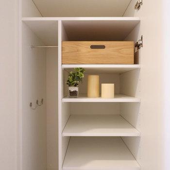 シューズボックスには傘置きもあります。※写真は7階の同間取り別部屋のものです。