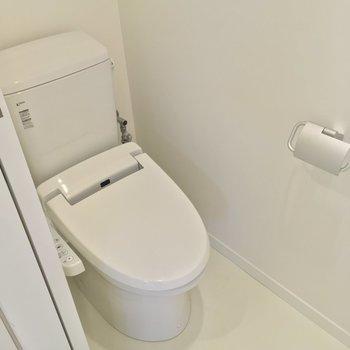 トイレは脱衣所から。しっかり個室です!