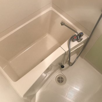 こちらは浴槽。深さもあります※写真は前回募集時のものです。
