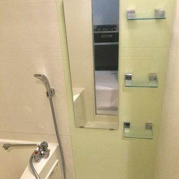 みーつけた!特徴的な緑色のタイル鏡も素敵♪※写真は前回募集時のものです。
