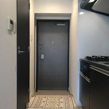 シンプルな玄関※写真は前回募集時のものです。