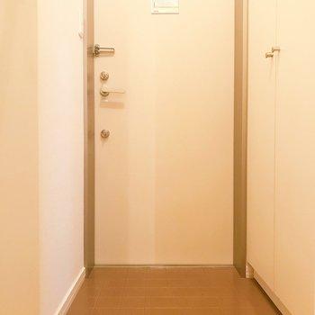 玄関は段差がなくスムーズ。