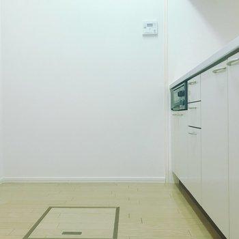 【LDK】キッチンスペースひろびろ。冷蔵庫は背面に。