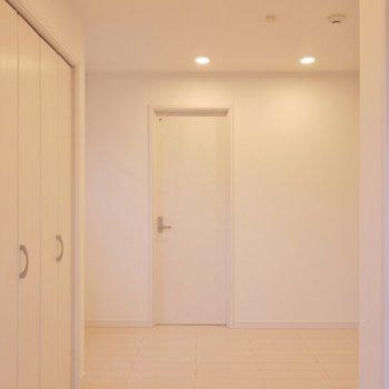 コンパクトサイズの居室スペース。※写真は301号室のもの