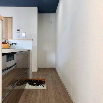 キッチンスペースは広々。※写真はモデルルーム、2階同間取り別部屋のものです