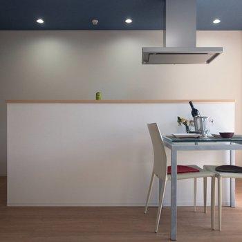 アイランドキッチンがステキ!※写真はモデルルーム、2階同間取り別部屋のものです