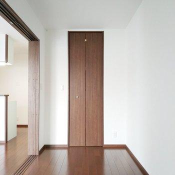 こちらは魔法の収納扉です。
