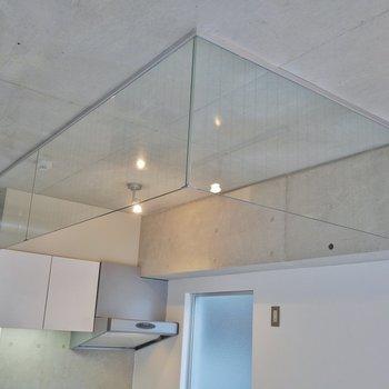 キッチンスペースはガラスで囲われてます※写真は3階のお部屋のものです。