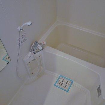 浴室乾燥機つきのバスルーム※写真は3階のお部屋のものです。