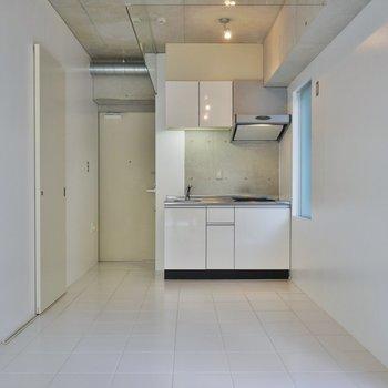 コンクリ好きには堪らない空間※写真は3階のお部屋のものです。