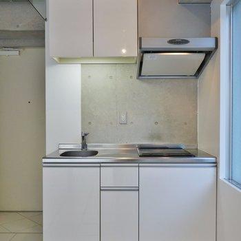 収納スペースが豊富なキッチン※写真は3階のお部屋のものです。