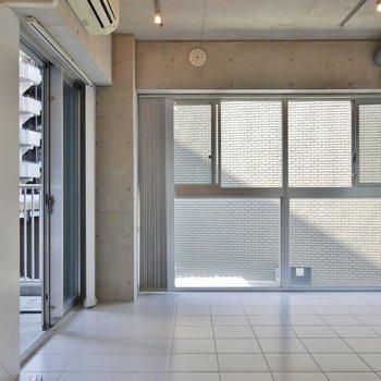 窓が多くて開放的※写真は3階のお部屋のものです。